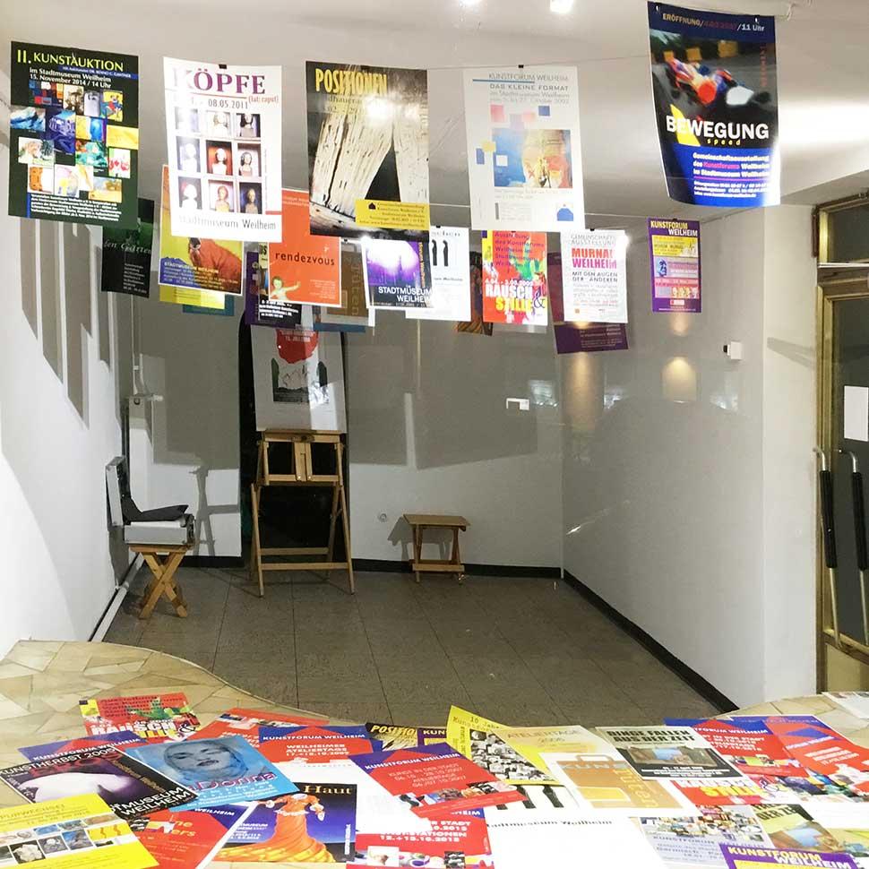 Kunstforum-Plakat-in-der-Galerie-Kunstforum